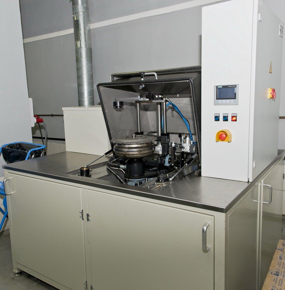 Стенд для промывкигидротрансформаторов