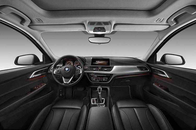 Интерьер седана BMW 1